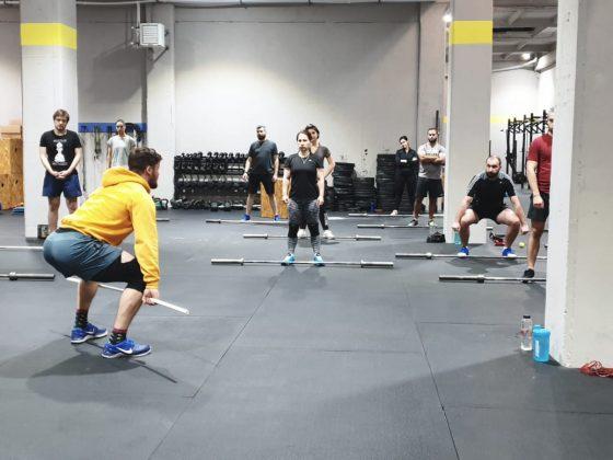 Antrenament de CrossFit cu miscari din haltere - smuls - la Uzina CrossFit Columna