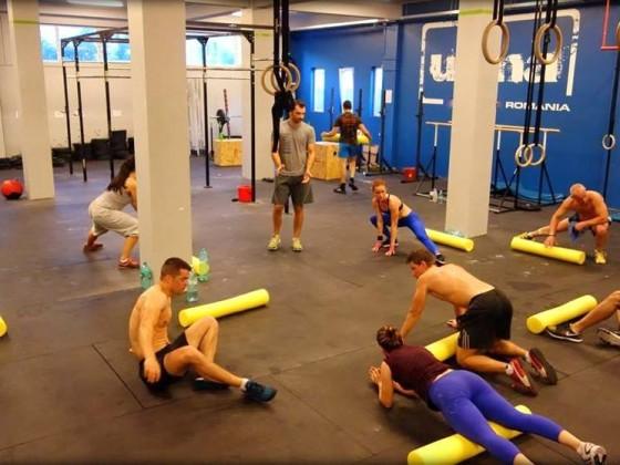Stretching dupa o ora intensa de antrenament de CrossFit la Uzina